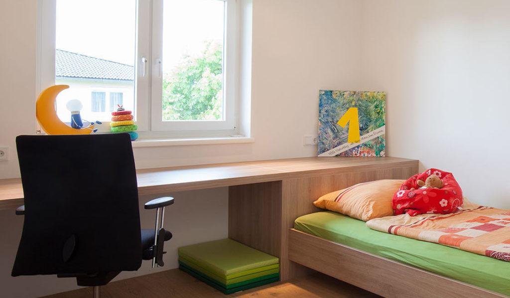 Schreibtischplatten erstrahlen wieder im neuen Glanz